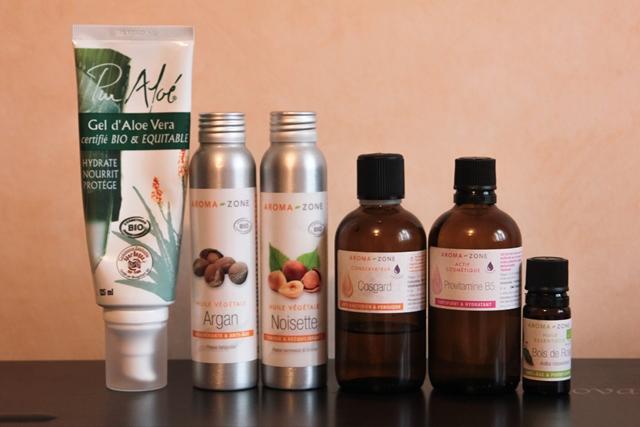 Quelques ingrédients de base : de l'aloe vera, deux  huiles végétales, un conservateur (le Cosgard), un agent hydratant (la provitamine B5) et une huile essentielle bonne pour la peau et les cheveux : le bois de rose.