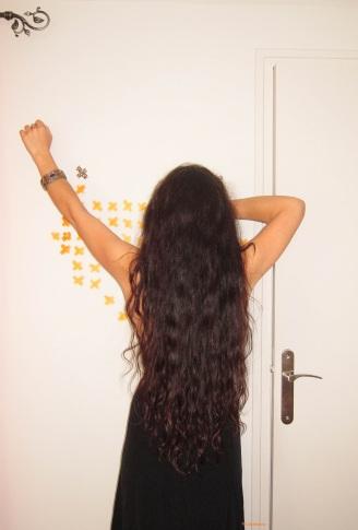 Alors oui, cheveux noirs sur robe noirs, j'aurais pu mieux faire, du coup, merci mon ami le flash ^^